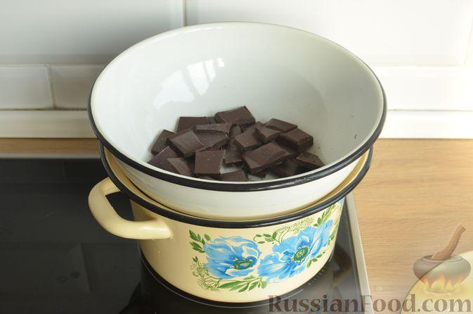 Фото приготовления рецепта: Опавший шоколадный пирог с миндальной мукой, на оливковом масле - шаг №2