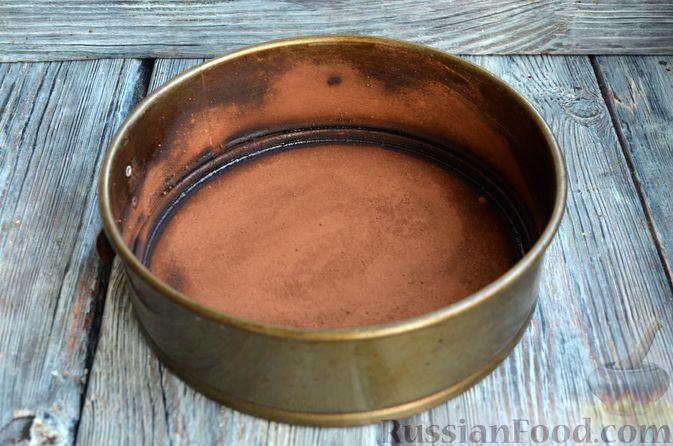 Фото приготовления рецепта: Опавший шоколадный пирог с миндальной мукой, на оливковом масле - шаг №13
