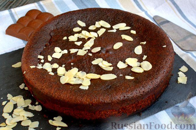 Фото приготовления рецепта: Опавший шоколадный пирог с миндальной мукой, на оливковом масле - шаг №17