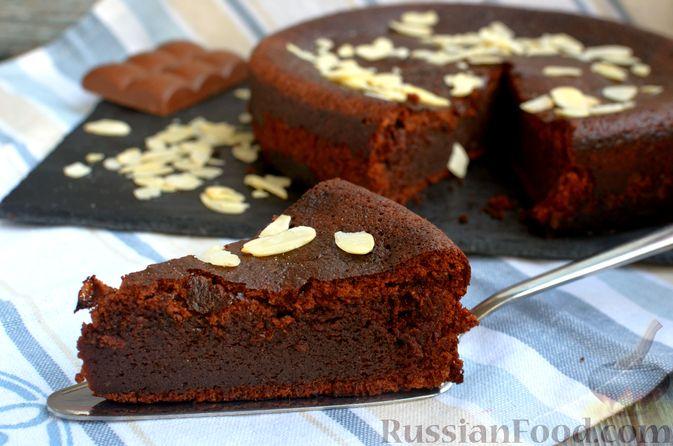 Фото приготовления рецепта: Опавший шоколадный пирог с миндальной мукой, на оливковом масле - шаг №18