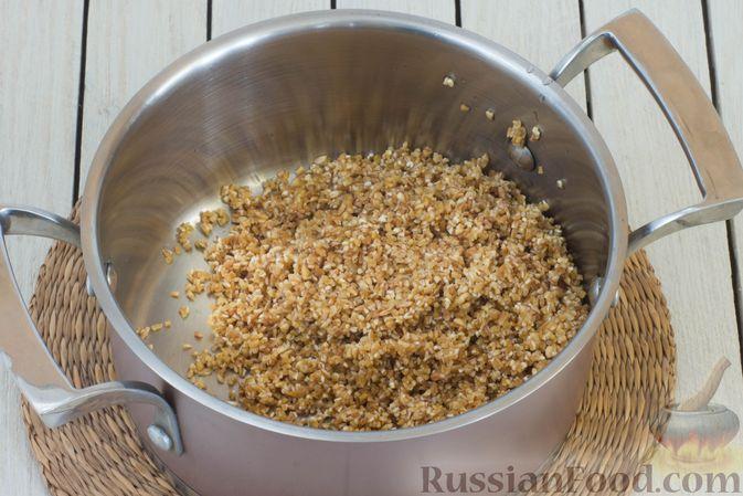 Фото приготовления рецепта: Пшеничная каша на воде - шаг №2