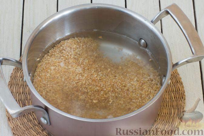 Фото приготовления рецепта: Пшеничная каша на воде - шаг №3