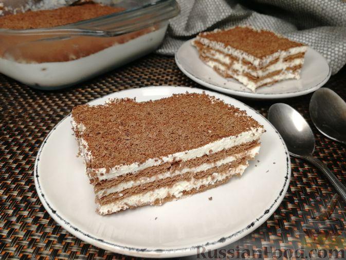 Фото к рецепту: Творожно-сметанный десерт с печеньем