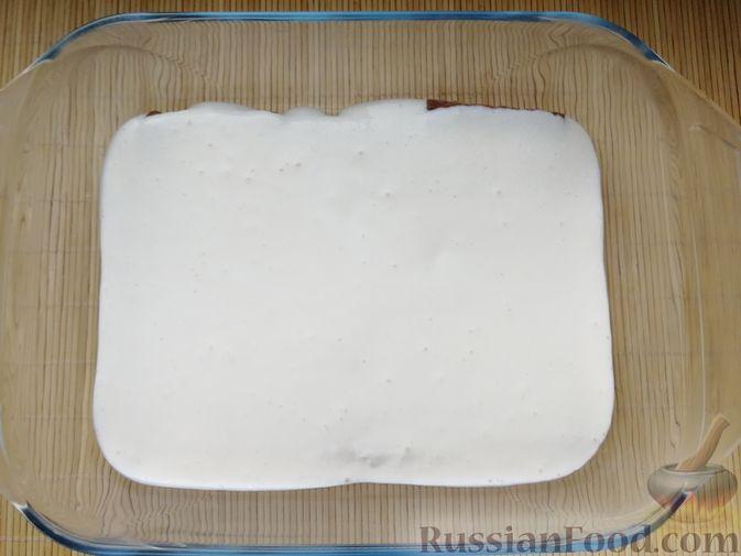 Фото приготовления рецепта: Творожно-сметанный десерт с печеньем - шаг №6