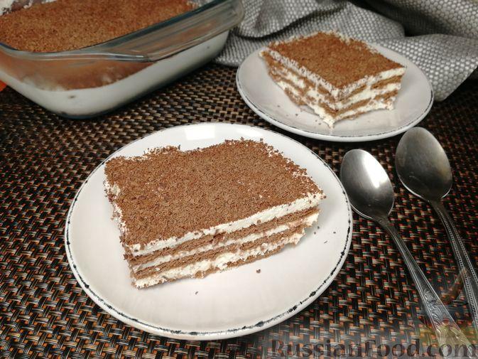 Фото приготовления рецепта: Творожно-сметанный десерт с печеньем - шаг №8