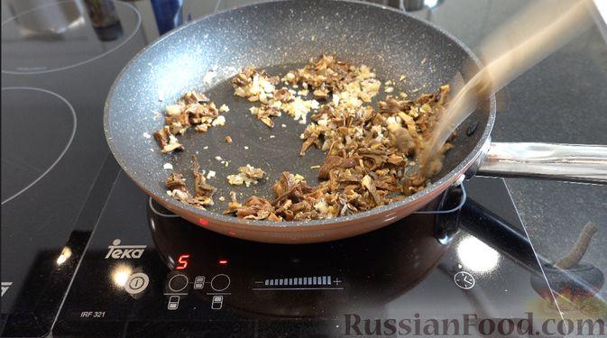 Фото приготовления рецепта: Ризотто с грибами - шаг №2