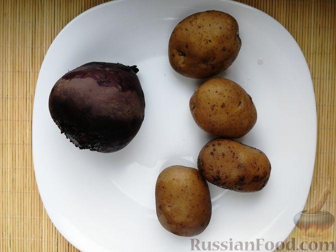 Фото приготовления рецепта: Слоёный салат с говядиной, картофелем, свёклой и орехами - шаг №2