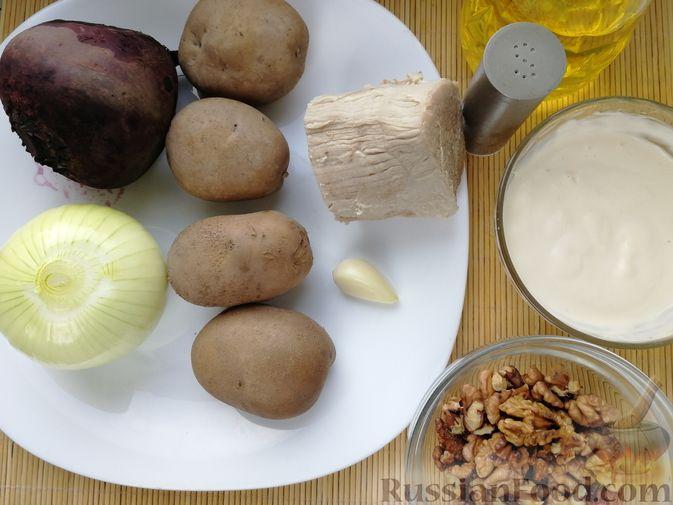 Фото приготовления рецепта: Слоёный салат с говядиной, картофелем, свёклой и орехами - шаг №3