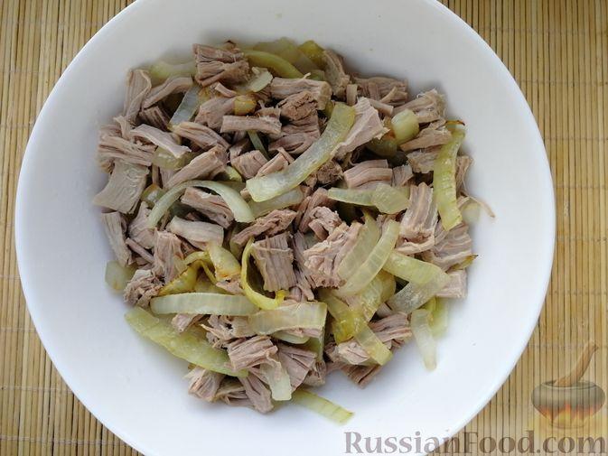 Фото приготовления рецепта: Слоёный салат с говядиной, картофелем, свёклой и орехами - шаг №6