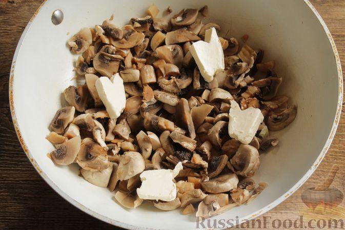 """Фото приготовления рецепта: Жюльен из шампиньонов, в """"лодочках"""" из картофеля - шаг №5"""