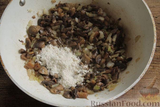"""Фото приготовления рецепта: Жюльен из шампиньонов, в """"лодочках"""" из картофеля - шаг №7"""
