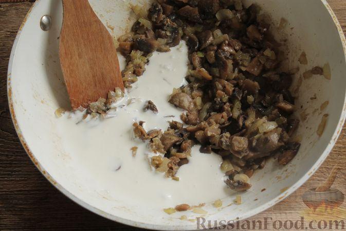 """Фото приготовления рецепта: Жюльен из шампиньонов, в """"лодочках"""" из картофеля - шаг №8"""