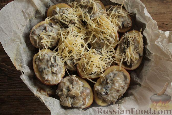 """Фото приготовления рецепта: Жюльен из шампиньонов, в """"лодочках"""" из картофеля - шаг №10"""