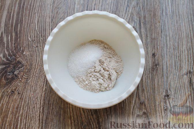 Фото приготовления рецепта: Домашний хлеб из цельнозерновой муки - шаг №2