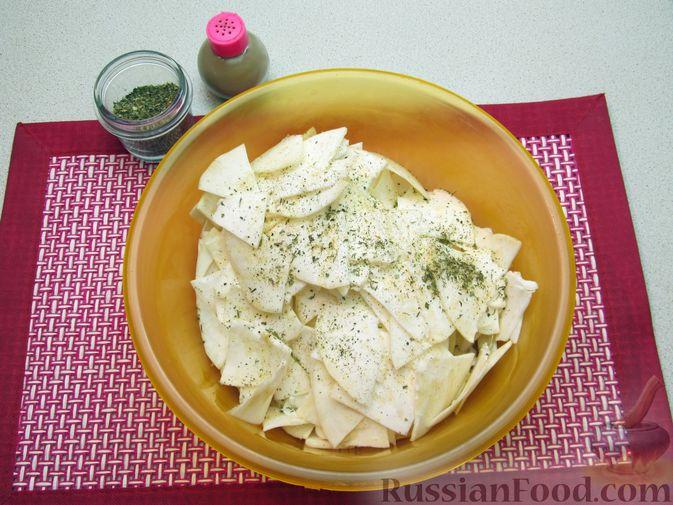 Фото приготовления рецепта: Чипсы из сельдерея - шаг №5