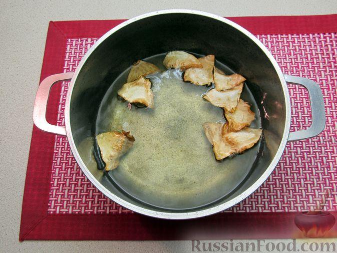Фото приготовления рецепта: Чипсы из сельдерея - шаг №8
