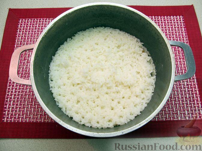 Фото приготовления рецепта: Рисовые крокеты с сыром (в духовке) - шаг №3