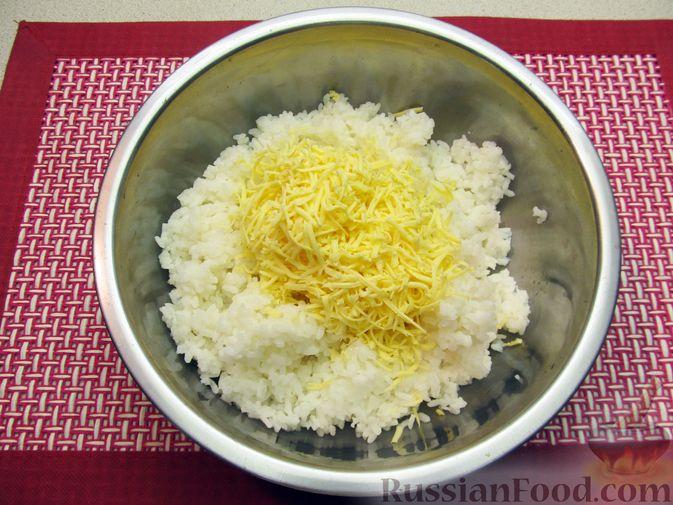 Фото приготовления рецепта: Рисовые крокеты с сыром (в духовке) - шаг №4