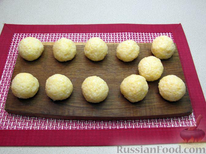 Фото приготовления рецепта: Рисовые крокеты с сыром (в духовке) - шаг №11
