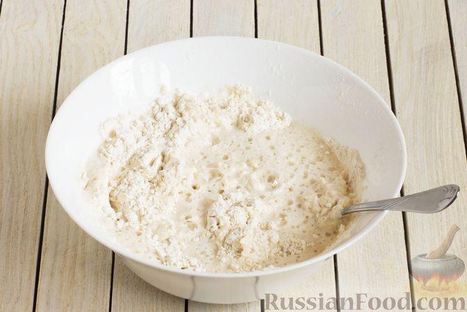 Фото приготовления рецепта: Тонкие блины на газировке (без молока и яиц) - шаг №3