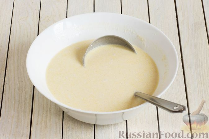 Фото приготовления рецепта: Тонкие блины на газировке (без молока и яиц) - шаг №5