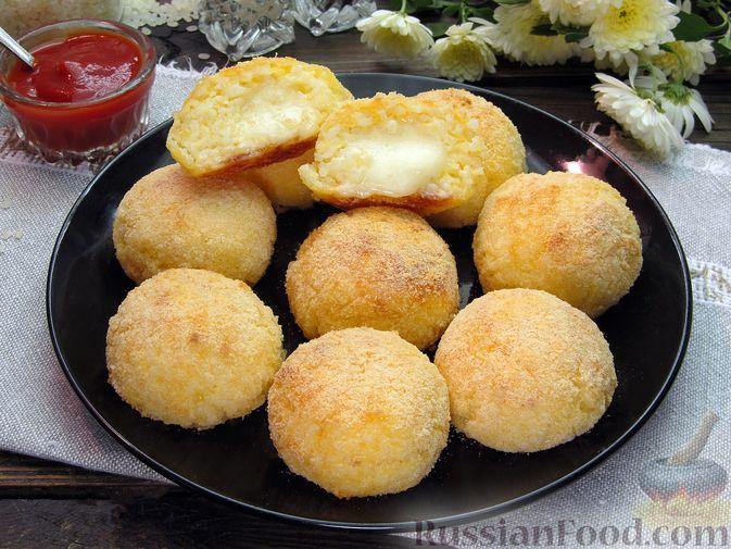 Фото к рецепту: Рисовые крокеты с сыром (в духовке)