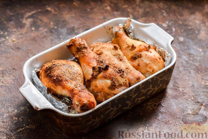 Фото приготовления рецепта: Пикантные куриные ножки, запечённые с кориандром - шаг №8