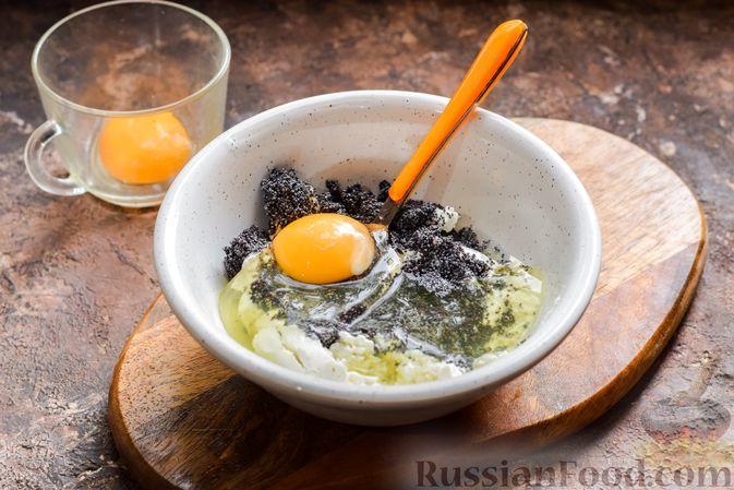 Фото приготовления рецепта: Рулет из лаваша с творогом, грецкими орехами и маком - шаг №5
