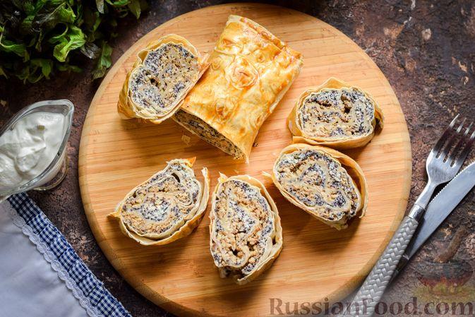 Фото приготовления рецепта: Рулет из лаваша с творогом, грецкими орехами и маком - шаг №14