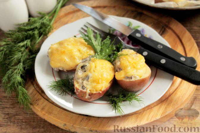 """Фото к рецепту: Жюльен из шампиньонов, в """"лодочках"""" из картофеля"""