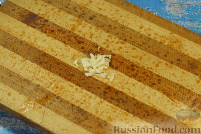 Фото приготовления рецепта: Сырный суп с мясными фрикадельками, капустой и сметаной - шаг №7