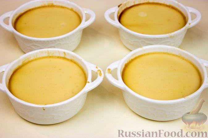 Фото приготовления рецепта: Крем-карамель (флан) - шаг №9