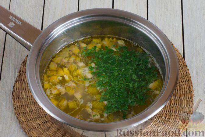 Фото приготовления рецепта: Суп с шампиньонами и овсянкой - шаг №6