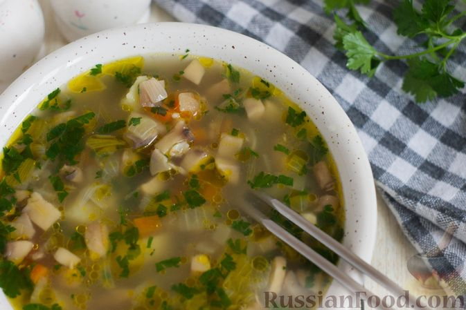 Фото приготовления рецепта: Суп с шампиньонами и овсянкой - шаг №7
