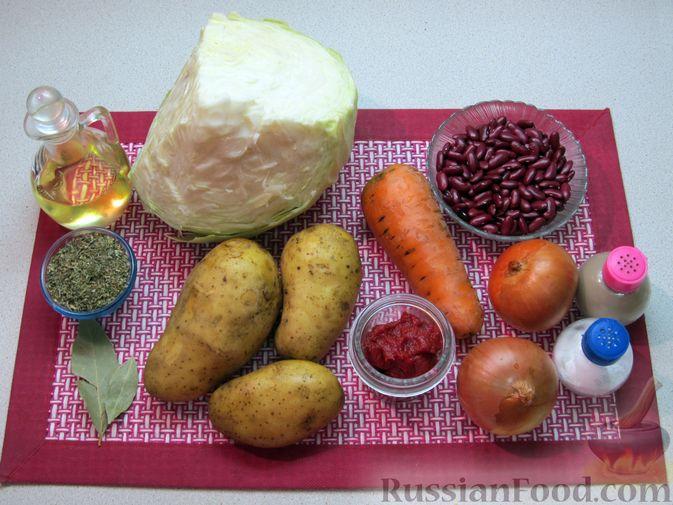 Фото приготовления рецепта: Капуста, тушенная с фасолью, картофелем и томатной пастой - шаг №1
