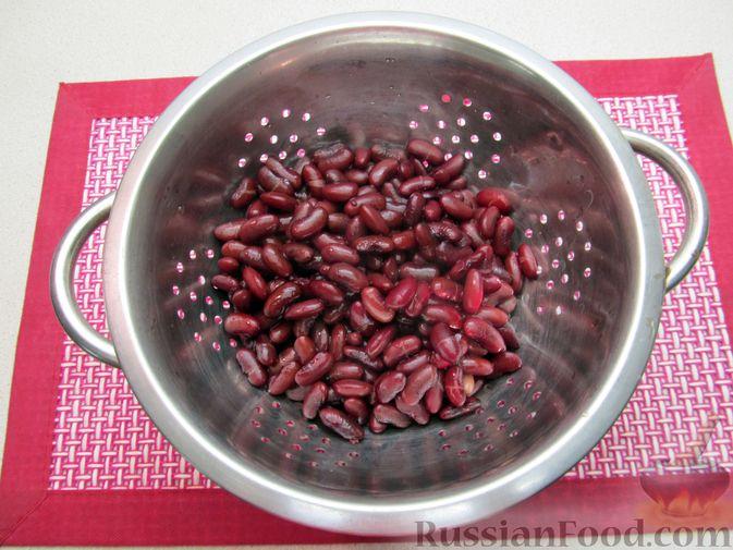 Фото приготовления рецепта: Капуста, тушенная с фасолью, картофелем и томатной пастой - шаг №3