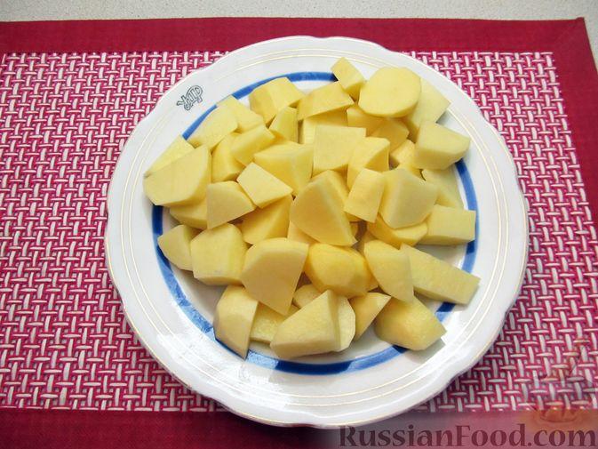 Фото приготовления рецепта: Капуста, тушенная с фасолью, картофелем и томатной пастой - шаг №8