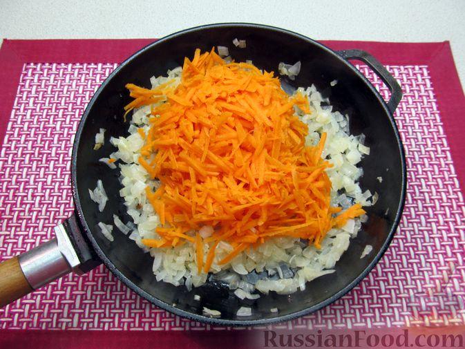Фото приготовления рецепта: Капуста, тушенная с фасолью, картофелем и томатной пастой - шаг №15