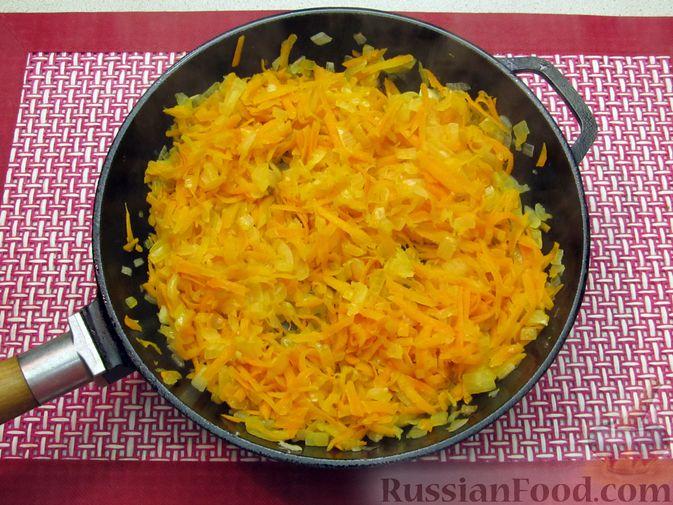 Фото приготовления рецепта: Капуста, тушенная с фасолью, картофелем и томатной пастой - шаг №16