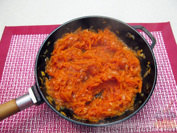 Фото приготовления рецепта: Капуста, тушенная с фасолью, картофелем и томатной пастой - шаг №19