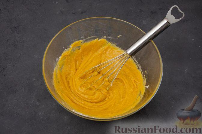 Фото приготовления рецепта: Тыквенные блонди с шоколадом, орехами и корицей - шаг №9
