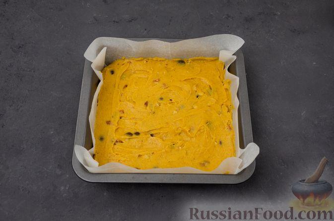 Фото приготовления рецепта: Тыквенные блонди с шоколадом, орехами и корицей - шаг №11
