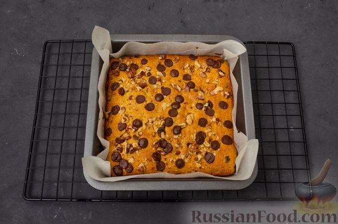 Фото приготовления рецепта: Тыквенные блонди с шоколадом, орехами и корицей - шаг №13