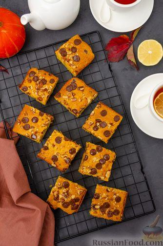 Фото приготовления рецепта: Тыквенные блонди с шоколадом, орехами и корицей - шаг №14