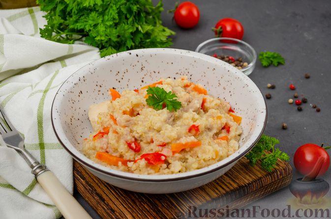 Фото к рецепту: Ячневая каша с курицей, болгарским перцем и морковью