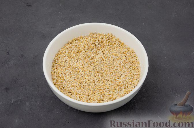 Фото приготовления рецепта: Ячневая каша с курицей, болгарским перцем и морковью - шаг №8