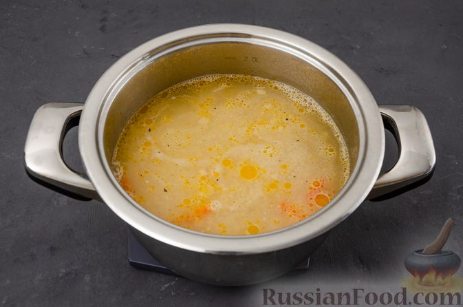 Фото приготовления рецепта: Ячневая каша с курицей, болгарским перцем и морковью - шаг №10