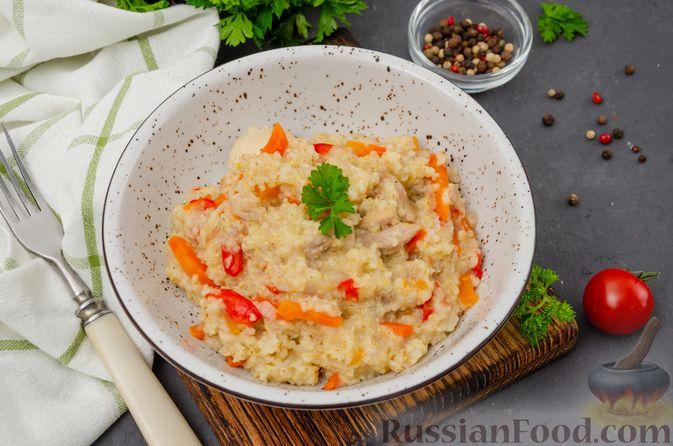 Фото приготовления рецепта: Ячневая каша с курицей, болгарским перцем и морковью - шаг №12