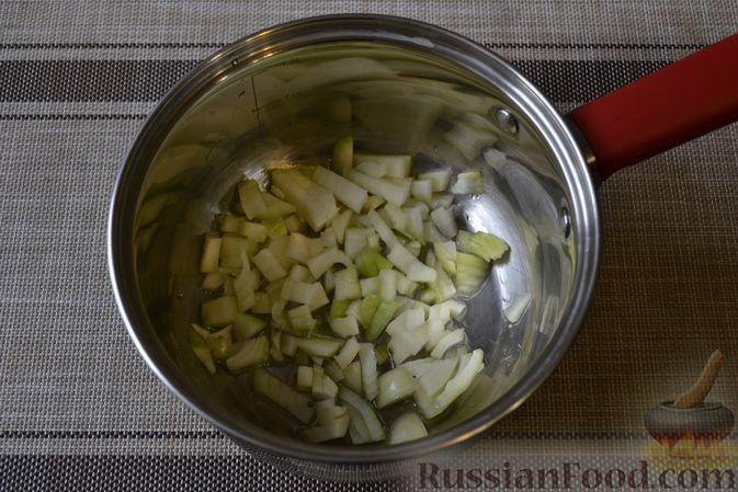 Фото приготовления рецепта: Фасолевый суп с грецкими орехами - шаг №3