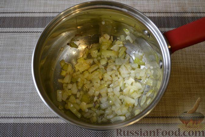 Фото приготовления рецепта: Фасолевый суп с грецкими орехами - шаг №4